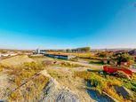 Krásny a rozľahlý, až  60 árový pozemok s inžinierskymi sieťami na hranici  pozemku v obci Budimír n