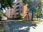 REZERVOVANÉ 2 izbový byt, 55 m2, BALKÓN, VÝŤAH - ul. M. Hodžu - centrum mesta - PRIEVIDZA