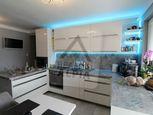 Luxusný 3 izbový svojpomocný byt s garážou v Komárne