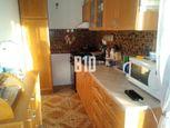 2 izb. byt po rekonštrukcii - 50 m2, tichá a žiadaná lokalita, Hlohovec