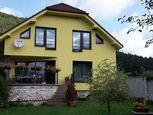 Rodinný dom s dvoma bytovými jednotkami - Stráža