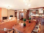 Arvin & Benet | Priestranný byt s krbom a krásnym výhľadom