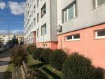 BROTHERS, 2 izbový byt vpôvodnom stave, Mozartova, Staré Mesto