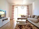 Na predaj veľmi príjemný a priestranný 3 izbový byt (75m2) so zariadením v novej lokalite.