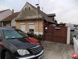 Directreal ponúka EXKLUZÍVNE predáme starší rodinný dom v obci Čáre.