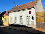 Exkluzívne ponúkame na predaj starší rodinný dom na Kalvárskej ul. v Nitre