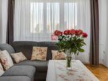 HERRYS - Na predaj svetlý kompletne zrekonštruovaný 3 izbový byt s 2 balkónmi a pivnicou vo vyhľadáv