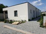 3izb. 89 m2 + 20 m2 terasa v dvojdome, Píniová Alej -  tesne pred Malackami.
