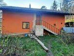 Ponúkame na predaj rekreačnú chatu vzdialenú 10 km od Popradu vhodnú aj na rodinný dom.