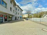 Na prenájom administratívny priestor s jedným parkovacím miestom v Lamači