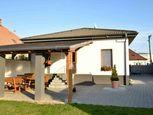 Na predaj 3-izbový rodinný dom s pozemkom 2611 m2 v obci Oponice.