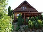 Krásna, zariadená chata v Beckove s úžasným výhľadom na hrad a 552 m2 pozemkom
