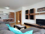 Praktický 2-izbový byt v dobrej lokalite s loggiou aj parkovacím miestom
