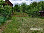 REALITY COMFORT - Slnečná záhrada (650 m2) s podpivničenou chatkou - REZERVOVANÉ!!!