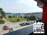 PREDAJ : 3 izbový byt  s parkovacím miestom v novostavbe na Komenského ulici v Banskej Bystrici