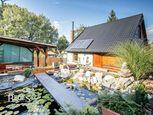 BEDES | Nadštandardná záhradná chatka s bazénom a jazierkom v Prievidzi