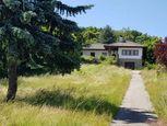 Starší rodinný dom na veľkom slnečnom pozemku v Hainburgu