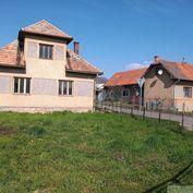 Slnečný dom s priestrannými izbami v obci Diviacka Nová Ves neďaleko Prievidze na predaj