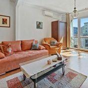 Reality&Bývanie: Predaj priestranného 2-izbového bytu s pekným výhľadom na hranici so Starým Mestom