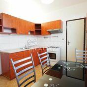 Priestranný, slnečný a prerobený 2i byt, vo výbornej lokalite na Bizetovej ul. v Nitre s výmerou 67