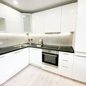 FOX - EXKLUZÍVNE * 4 izbový byt * Botanická ul. * kompletná, nová rekonštrukcia * výborná lokalita