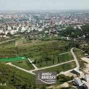 Netradičný stavebný pozemok v Bratislave s krásnym výhľadom na downtown pre rodinný dom zapustený vo