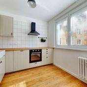 BOND REALITY - 4 izbový byt s lodžiou po totálnej rekonštrukcii v Dúbravke na Gallayovej ul.
