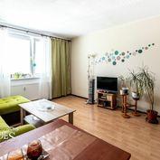 BEDES | Slušný 3 izbový byt na okraji sídliska s loggiou