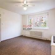 Kúpte si ÚTULNÝ 1 i byt s VEĽKOU PIVNICOU v CENTRE, tehlový dom