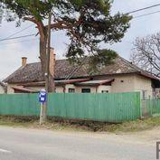 Pozemok 828 m2 so starým domom, Buzica