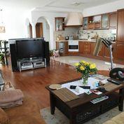 SENEC - nadštandardný komfortný 4 izb. byt s krbom- 3 x loggia a 2 x kúpeľňa