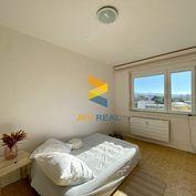 JKV REAL   Ponúkame vám na predaj 3i byt na Urbárskej ulici v Prievidzi