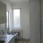 NA PREDAJ 2,5-izbový byt s balkónom na Riazanskej ulici
