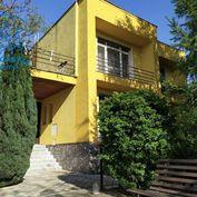 Veľký rodinný dom s garážou,perfektná lokalita, na predaj v Seredi
