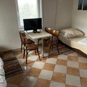 Prenájom 2 izb. zariadená chata v Devínskej Novej Vsi.