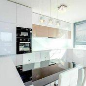 Nadštandardný byt s terasou a panoramatickým výhľadom v bussines lokalite