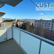 Slnečný 3-izbový byt s veľkým balkónom, krásnym výhľadom, Hliny 7