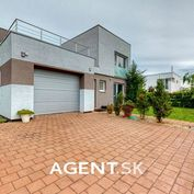 AGENT.SK   Moderný rodinný dom s veľkou garážou