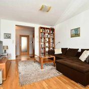 Slnečný 3-izbový byt s veľkou terasou v centre Senca