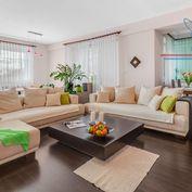 P R E D A J  2-izbový priestranny byt s ambíciou 3-izbového