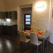 NA PRENÁJOM veľký 3 izbový byt Nitra - centrum, s parkovanim!!!