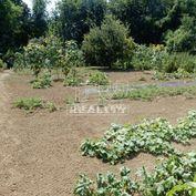 Slnečný pozemok 556 m2 v tichej lokalite obce Divina - Žilina .