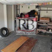 Na predaj panelová garáž na Prístavnej ulici