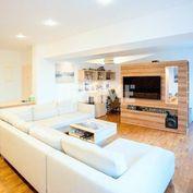 Štýlový, veľkometrážny 2i byt, rekonštrukcia, KLÍMA, BALKÓN, Krížna ulica