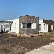 Moderné 4 izbové rodinné domy 2x kúpeľňa, krytá terasa, prístrešok, oplotenie,parkovacie miesta a up