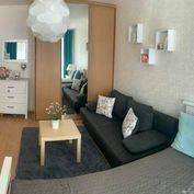Slnečný jednoizbový byt v Bratislavskej Dúbravke na Ľuda Zúbka ulici o rozlohe 33 m2 a loggie 7 m2.