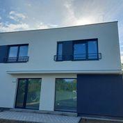 Ponúkame na predaj skolaudovanu NOVOSTAVBU rodinného domu v zastavanej časti obce Ivanka pri Dunaji.