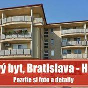 Priestranný 1 izbový byt s veľkosťou 1,5 izbového bytu s PARKOVACÍM  MIESTOM, Bratislava - Hlbinná