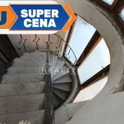 Nová cena !!! nedokončená rekonštrukcia domu s pozemkom 172 m2 v okolí Ružomberka.