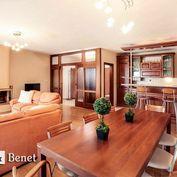 Arvin & Benet   Priestranný byt s krbom a krásnym výhľadom